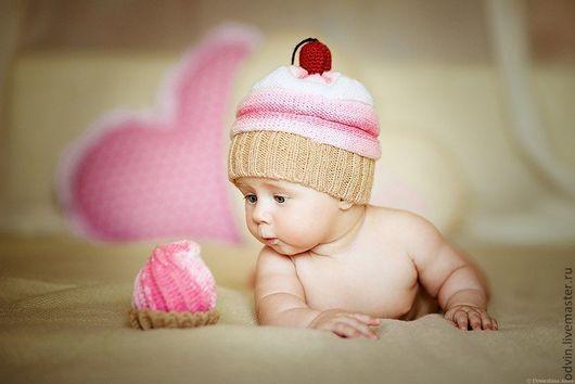 детская вязаная шапочка, шапочка вязаная для фотосессии, подарок маме и малышу, подарок на выписку, подарок на рождение девочки мальчика, шапочка пирожное вязаная, шапочка пироженка вязаная, пирожное