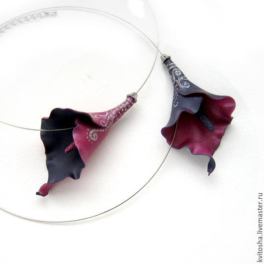 """Колье, бусы ручной работы. Ярмарка Мастеров - ручная работа. Купить """"Черная калла"""" маленькое колье с цветком каллы сиреневый пурпурный. Handmade."""
