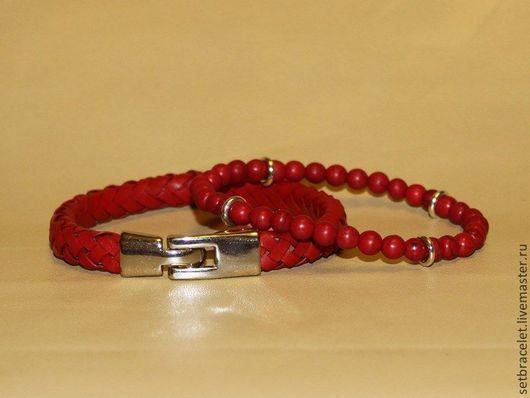 Браслеты ручной работы. Ярмарка Мастеров - ручная работа. Купить Комплект браслетов: кожаный плетеный красный и из коралла. Handmade.