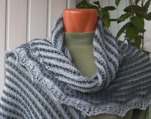 Мягкая полу-шаль ручной вязки из пряжи 2х оттенков серого - подарок для женщины на новый год, Рождество или просто так от души  для тепла и хорошего настроения