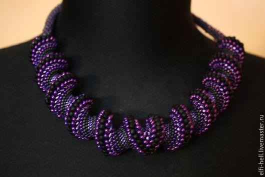 Жгут объемная Спираль из японского бисера Тохо в черно-фиолетовой гамме. цена 5000 руб.