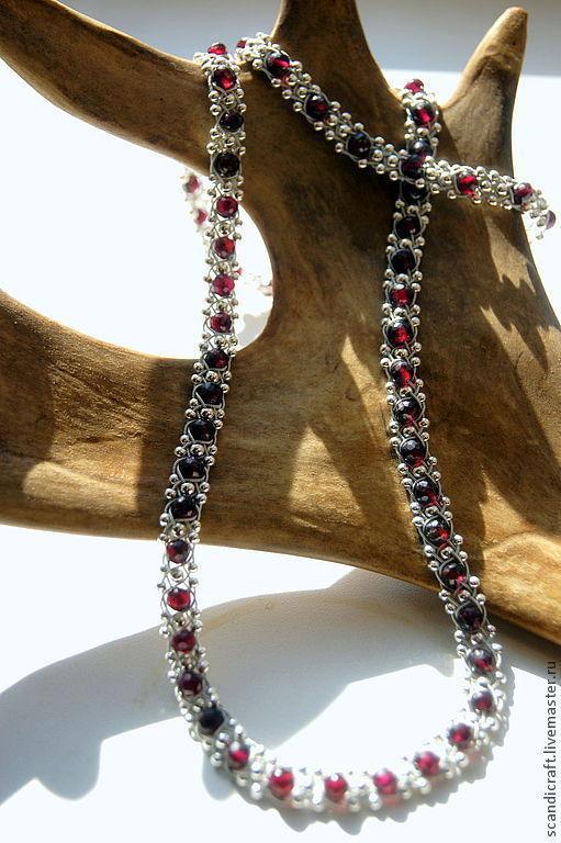 Серебряный комплект украшений с гранатом и серебряными бусинками. Колье и браслет с натуральным граненным гранатом.