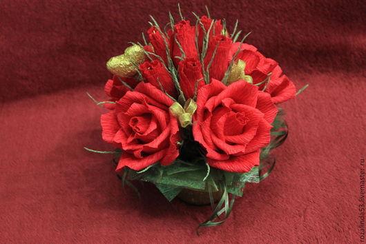 Букеты ручной работы. Ярмарка Мастеров - ручная работа. Купить Букет из красных роз с сердечком. Handmade. Шоколадные конфеты, розы