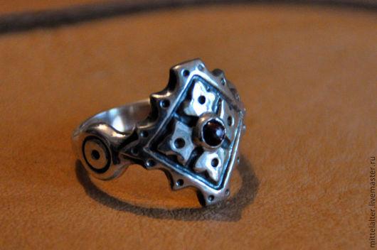 Возможно изготовление без камня. Есть модель в латуни с камнем и без камня.