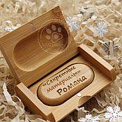 Подарки ручной работы. Ярмарка Мастеров - ручная работа Флешка деревянная с персональной гравировкой подарок на день рождения. Handmade.
