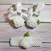 Обувь детская ручной работы. Ярмарка Мастеров - ручная работа Праздничные пинетки и повязка для малышки. Handmade.