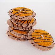 Кукольная еда ручной работы. Ярмарка Мастеров - ручная работа Печенье из фетра С соленой карамелью, набор из 3 фетровых печенек. Handmade.