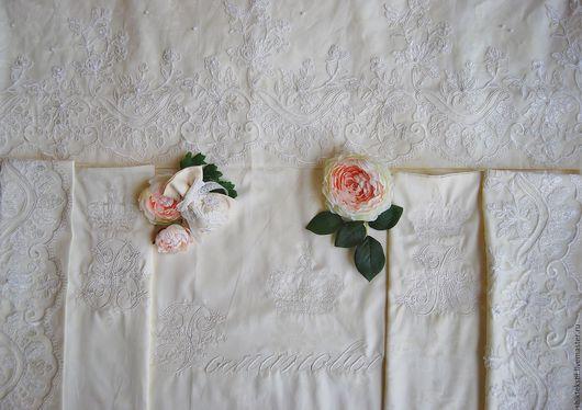 Подарки на свадьбу ручной работы. Ярмарка Мастеров - ручная работа. Купить Подарок на свадьбу.Комплект постельного белья с кружевом и вышивкой. Handmade.