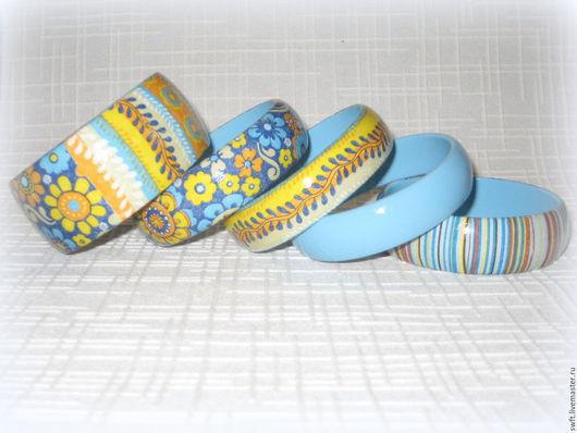 комплект браслетов синий голубой полосатый стильный женский недорогой деревянный браслет серьги недорого красиво подарок подарить девушке женщине сестре подруге маме на 8 марта день рождения дерево