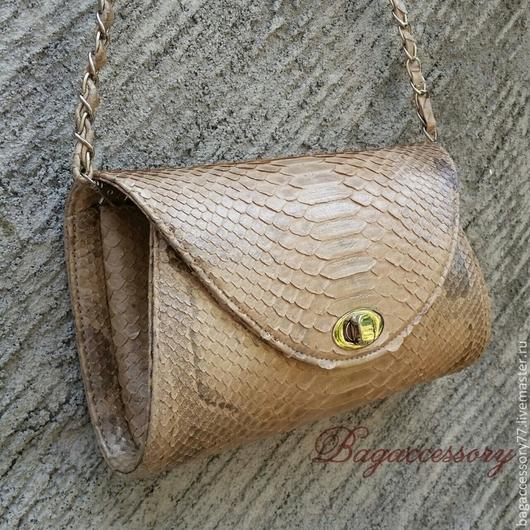 Женские сумки ручной работы. Ярмарка Мастеров - ручная работа. Купить Сумка на цепочке из натуральной кожи питона. Handmade. Бежевый