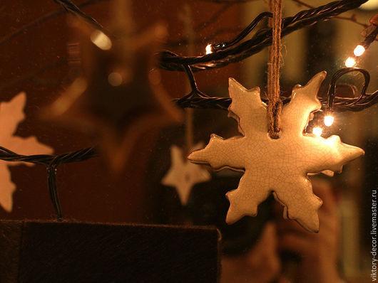 Новый год 2017 ручной работы. Ярмарка Мастеров - ручная работа. Купить Елочные украшения из керамики Снежинки. Handmade. Белый