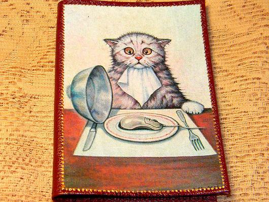 """Обложки ручной работы. Ярмарка Мастеров - ручная работа. Купить Обложка на паспорт """"Мышка на обед"""". Handmade. Обложка на паспорт"""