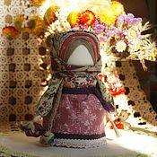 Куклы и игрушки ручной работы. Ярмарка Мастеров - ручная работа кукла-оберег девочка с брусничной конфеткой. Handmade.