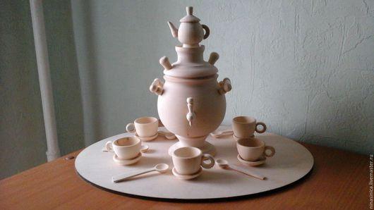 Цена самовара 495 рублей. Комплект( блюдце+ чашка+ложечка) стоит 63 рубля.       В комплекте 4 пары блюдцев и чашечек.