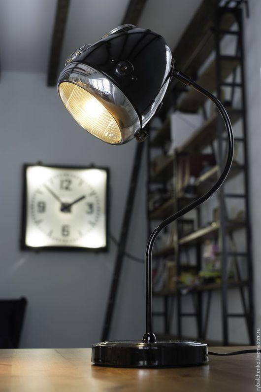Освещение ручной работы. Ярмарка Мастеров - ручная работа. Купить Настольная лампа из мотоциклетной фары в стиле индастриал. Handmade. Черный