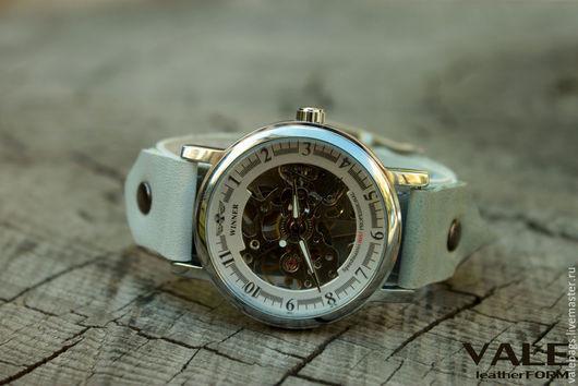Часы наручные женские на браслете из натуральной кожи мятный и белый цвет.