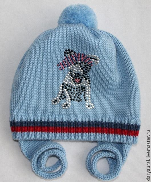 Шапочка на осень из мягкой, тёплой шерсти мериноса дымчато-голубого цвета. На шапочке из октагонов выложен озорной, весёлый `Пёс`.