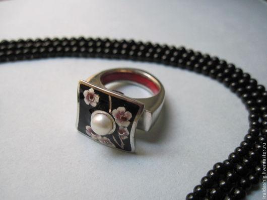 """Кольца ручной работы. Ярмарка Мастеров - ручная работа. Купить кольцо""""Сакура"""" с жемчугом. Handmade. Черный, кольцо с эмалью, Горячая эмаль"""