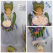 Для дома и интерьера ручной работы. Ярмарка Мастеров - ручная работа Лягушка Незабудка хранительница ватных дисков и палочек. Handmade.