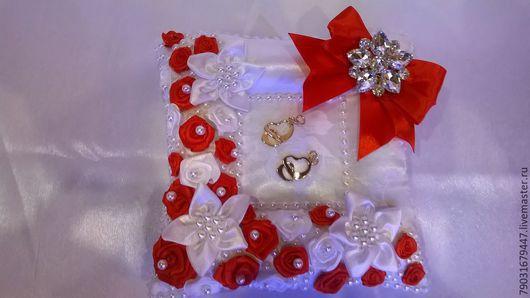 """Свадебные аксессуары ручной работы. Ярмарка Мастеров - ручная работа. Купить Подушечка для колец """"Танго"""". Handmade. Белый, красные розы"""