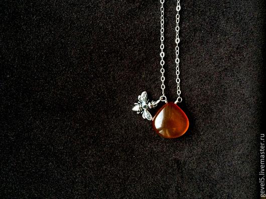 """Колье, бусы ручной работы. Ярмарка Мастеров - ручная работа. Купить Колье, цепочка с подвеской """"Мед и пчелы"""". Handmade. Оранжевый"""