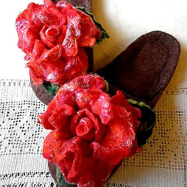 Обувь ручной работы. Ярмарка Мастеров - ручная работа Тапочки-шлепки валяные из шерсти А роза упала на лапу Азора. Handmade.