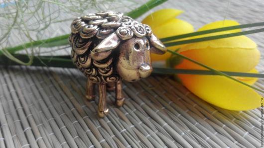 """Миниатюрные модели ручной работы. Ярмарка Мастеров - ручная работа. Купить Фигурка """"Веселая овечка"""". Handmade. Овца, подарок, миниатюра"""