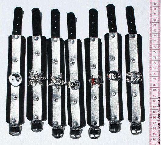Браслеты ручной работы. Ярмарка Мастеров - ручная работа. Купить Чёрные кожаные браслеты с металлическими пендантами. Handmade. Черный, кожаный