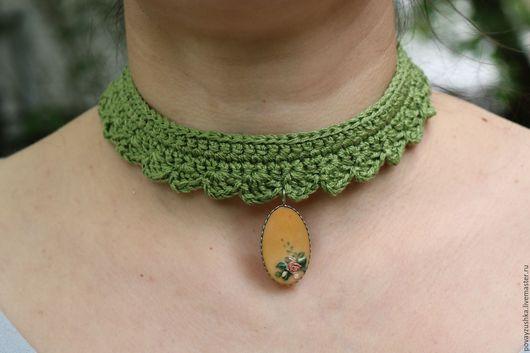 Колье, бусы ручной работы. Ярмарка Мастеров - ручная работа. Купить бархотка с винтажным кулоном зеленый украшение на шею. Handmade.