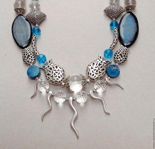 Комплект украшений из натуральных камней и хрусталя в этническом , восточном стиле Океан в бело-голубой цветовой гамме - тренде этого сезона.