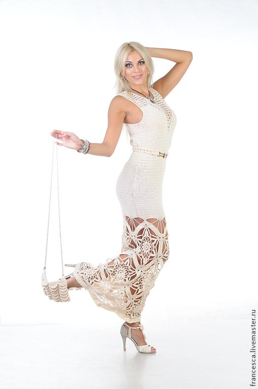 Длинное шелковое вязаное вечернее платье с сумочкой на цепочке и поясом. Авторская модель. Выполнена в одном экземпляре. Модель: Anna Nox Фото: Serge Grek
