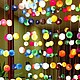 На этой фотографии показаны 10 разных гирлянд. 1 гирлянда - 20 шаров, длина 3,22 метра за 1100 р. Есть также гирлянды - 35 шаров, длина 3,22 метра 1900 р.