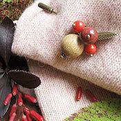 """Украшения ручной работы. Ярмарка Мастеров - ручная работа """"Ягода клюква"""" брошь булавка из натуральных камней. Handmade."""
