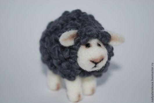 Игрушки животные, ручной работы. Ярмарка Мастеров - ручная работа. Купить Валяная овечка. Handmade. Валяная овечка, шерсть 100%