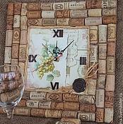 Для дома и интерьера ручной работы. Ярмарка Мастеров - ручная работа часы настенные вино и пробки подарок , эко. Handmade.