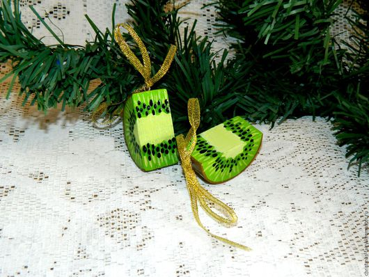 Авторские новогодние украшения сделают вашу ёлку необычной и эксклюзивной.