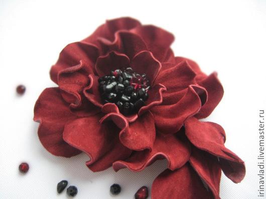 цветы из кожи, аксессуары из кожи брошь,брошь цветок,заколка брошь цветок, украшение в прическу цветок,бордовый цветок брошка. брошка из кожи украшение