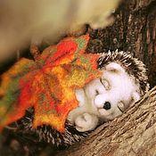 Куклы и игрушки ручной работы. Ярмарка Мастеров - ручная работа Ежик Сплюша. Валяная (войлочная) игрушка из шерсти.. Handmade.
