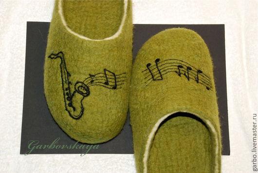 Обувь ручной работы. Ярмарка Мастеров - ручная работа. Купить Тапки «Саксофон». Handmade. Оливковый, Авторский дизайн, ноты