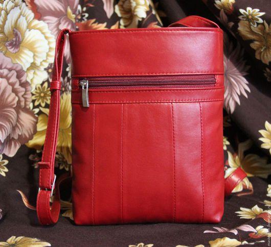 В наличии! Ярко-красная сумка через плечо из натуральной кожи.