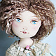 Куколка Алиса, интерпретация известного литературного персонажа. Высота куколки 45см вместе с подставкой. Одежда: платье, панталончики, ботиночки, носочки. Одежда снимается. Материалы, лён, кудри бара