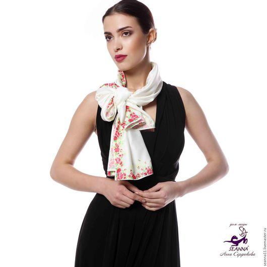 Дизайнер Анна Сердюкова (Дом Моды SEANNA).  Роскошный шелковый шарф `Цветочная кайма` с авторским принтом. Размер шарф 45х140 см. Цена - 3500 руб.