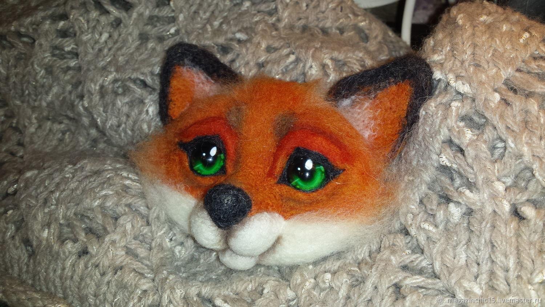 Брошка - лисичка из шерсти.