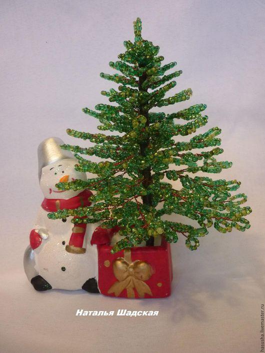 Новый год 2017 ручной работы. Ярмарка Мастеров - ручная работа. Купить Новогодняя елочка из бисера со снеговиком. Handmade. Зеленый