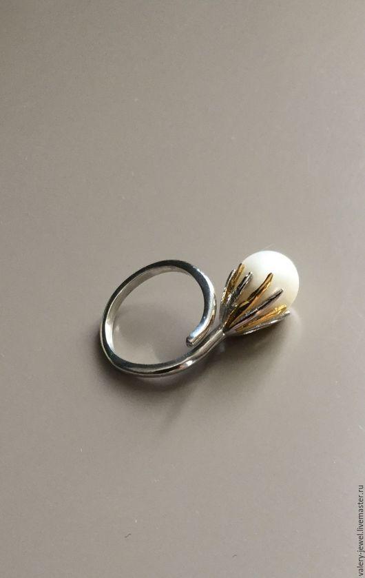 Кольца ручной работы. Ярмарка Мастеров - ручная работа. Купить Кольцо с натуральным жемчугом в серебре 925 пробы двух оттенков.. Handmade.