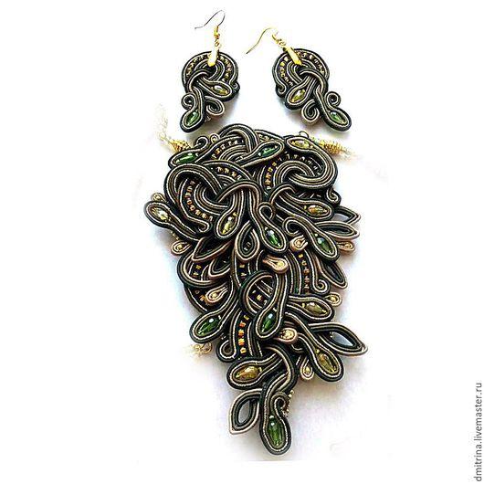сутажные комплект, комплект сутажных украшений, темно-зеленый, джунгли, сутажный кулон, сутажные серьги, зеленый кулон, сутажное украшение, оригинальное сутажное украшение