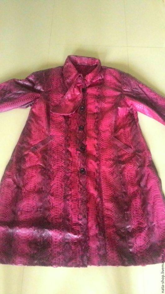 Верхняя одежда ручной работы. Ярмарка Мастеров - ручная работа. Купить плащ из питона 68 размера. Handmade. Бордовый, большой размер