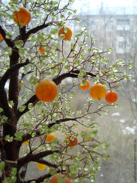 Дерево с агатом и хризолитом `Апельсины в корзине`. Авторская ручная работа. Автор Корнева-Кайдаш. Дерево с плодами. Дерево из натуральных камней. Сад на ладони. Ярмарка мастеров.