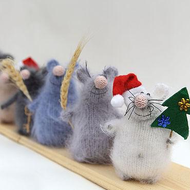 Куклы и игрушки ручной работы. Ярмарка Мастеров - ручная работа Игрушки: Новогодний сувенир мышь, новогодняя крыса с ёлкой, декор дома. Handmade.