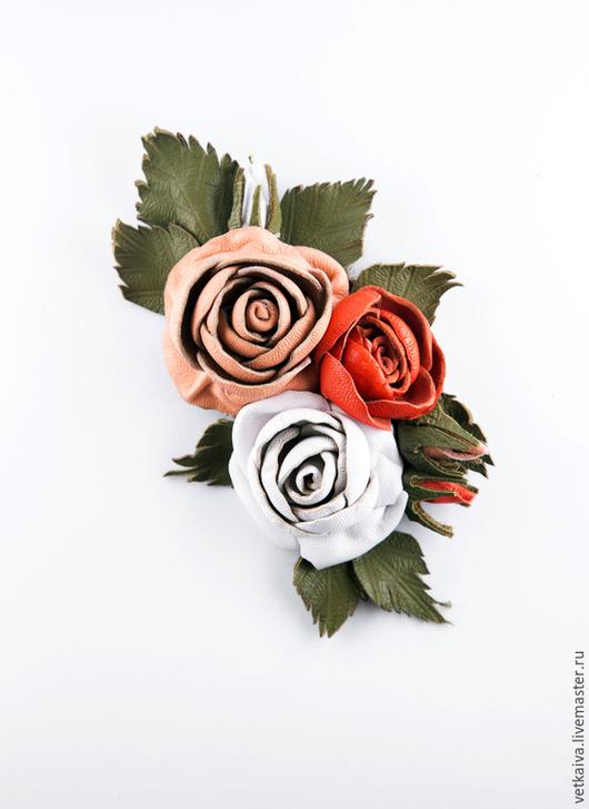"""Броши ручной работы. Ярмарка Мастеров - ручная работа. Купить """"Сюрприз"""". Handmade. Розовый, зеленый, брошь цветок, брошь из кожи"""